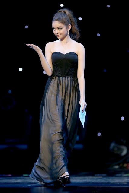 Sarah Hyland nude gown