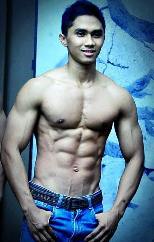 indonesian-male-model-naked-xxx-girls-sucking-dick