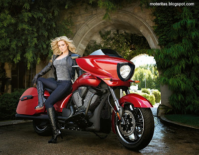 victory-bike-babe-woman-hd-motorcycle-hide-definition-wallpaper