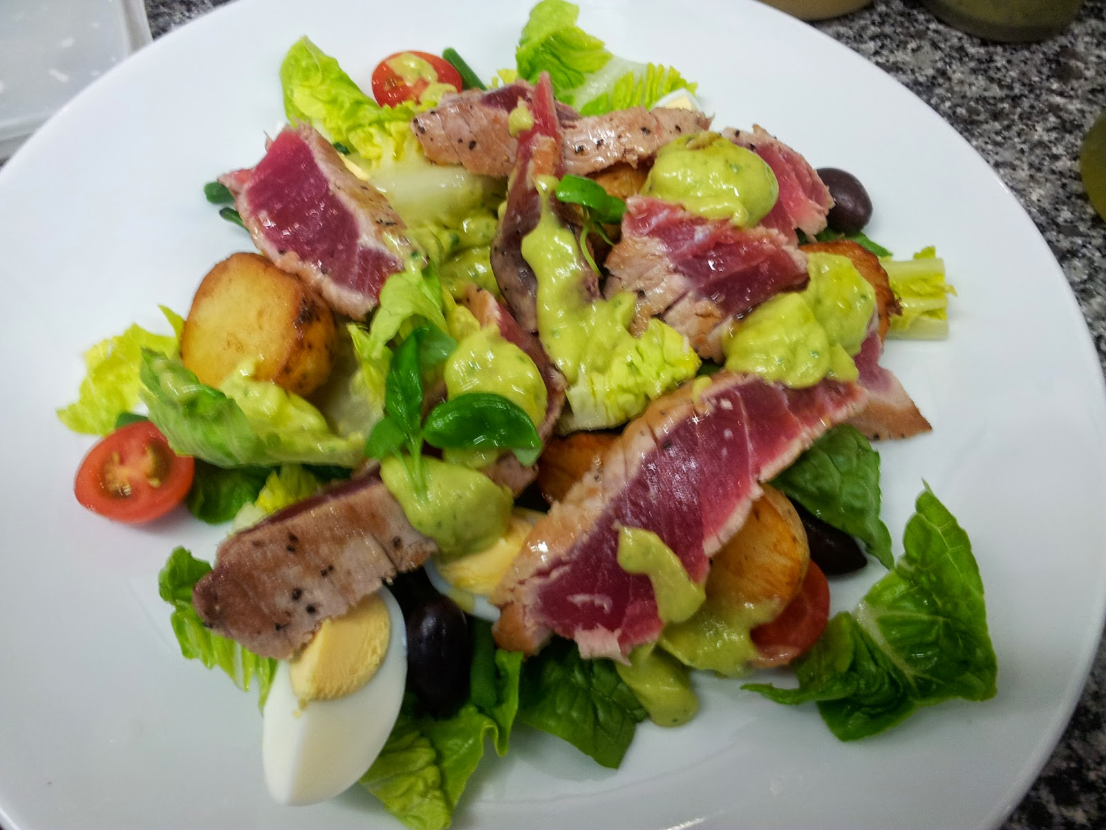 Food & pictures: Tuna with niçoise style salad