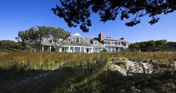 vista de la casa en el entorno