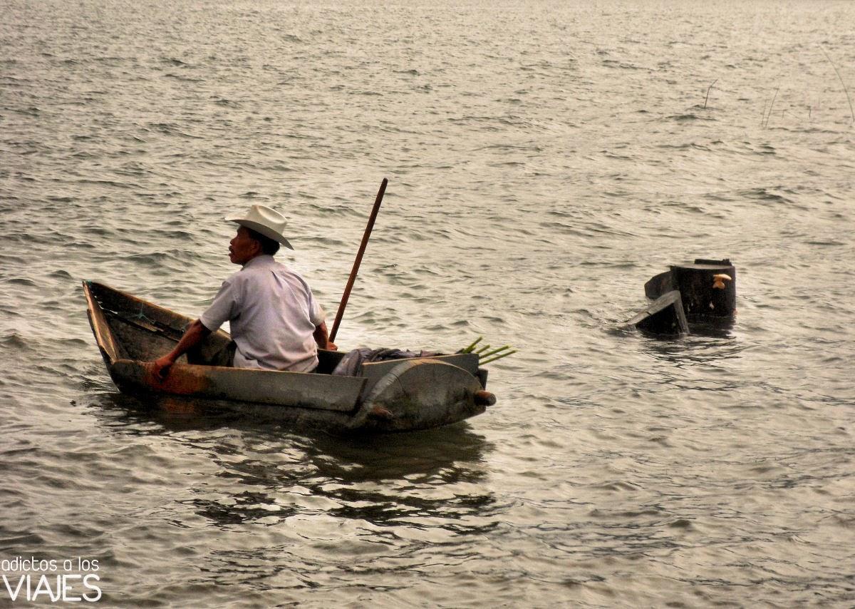 pescador Lago Atitlan, Guatemala