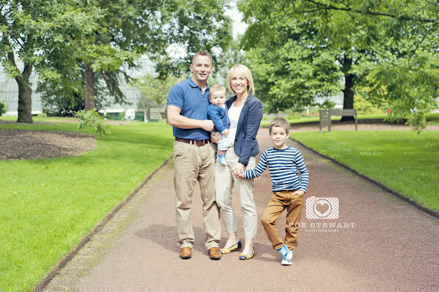 Cooper, family, portrait, botanical, gardens, edinburgh, pose, photographer, edinburgh, glasgow, fife, dundee, lothians, borders, haddington, musselburgh, zoe, stewart, children, nursery