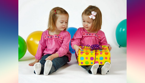 Twitter Friends 1girl2boys Who Has Twins Asked Her Followers If She Had To Bring Two Gifts A Party That Were Invited The Birthday