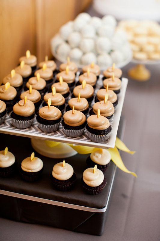 Cocoa Amp Fig Twin Cities Wedding Cake And Mini Cupcakes