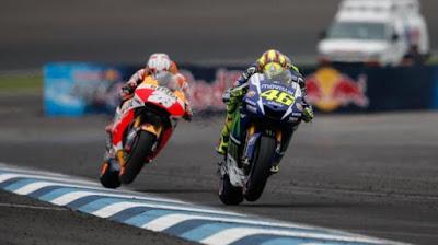 Rossi Juara Silverstone 2015, Marquez Gagal Finish