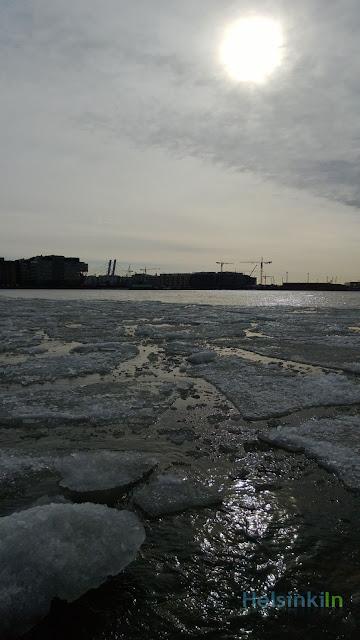 melting ice at Lauttasaarensilta