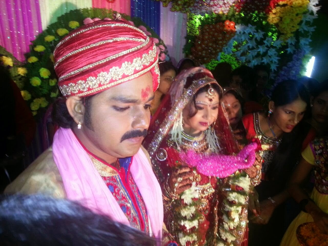 Photos of Pawan Singh And Neelam Jaimala Jaimala Ceremony 2