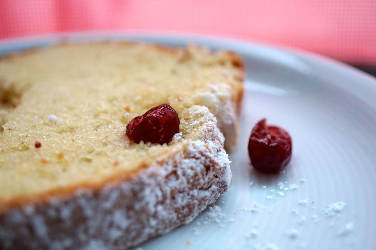 Kuchen mit rosinen und quark