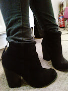 Black Skinny Jeans: Topshop (here). Boots: Dune