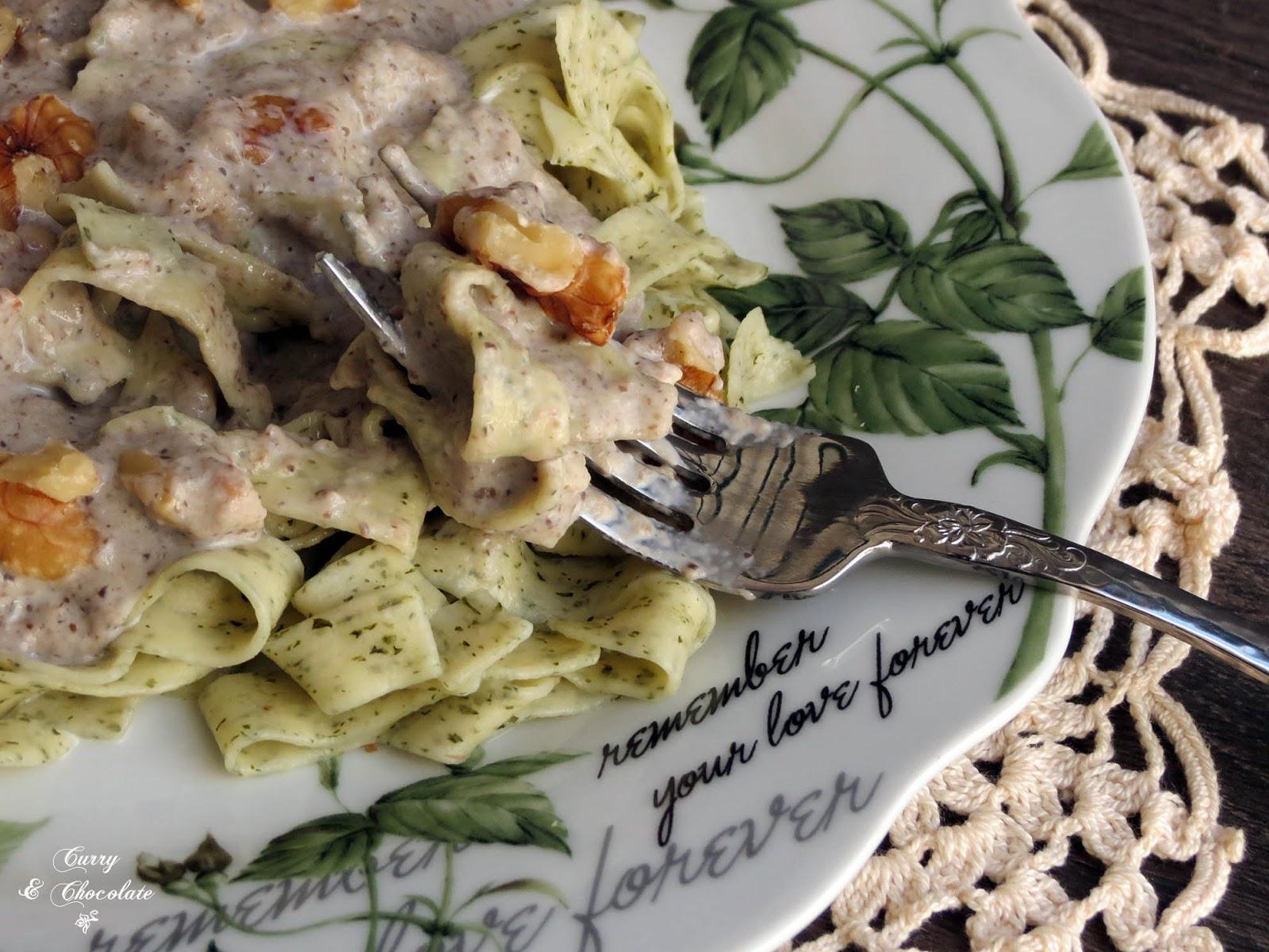 Pasta con crema de champiñones y nueces -  Pasta with mushroom cream sauce and walnuts