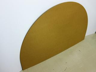 段ボールで作ったテーブルクロスの型の写真