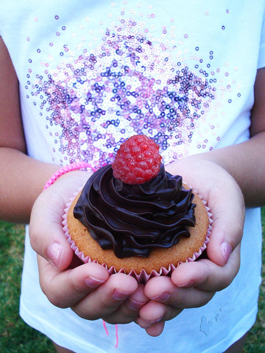 cupcakes, cupcakes de limón, cupcakes de limón con frambuesa, frambuesas, limón, limón y frambuesa