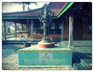 Patung Batas Selo Belah