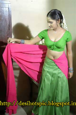 Hot Indian desi girls and aunties showing her milky boobs indianudesi.com