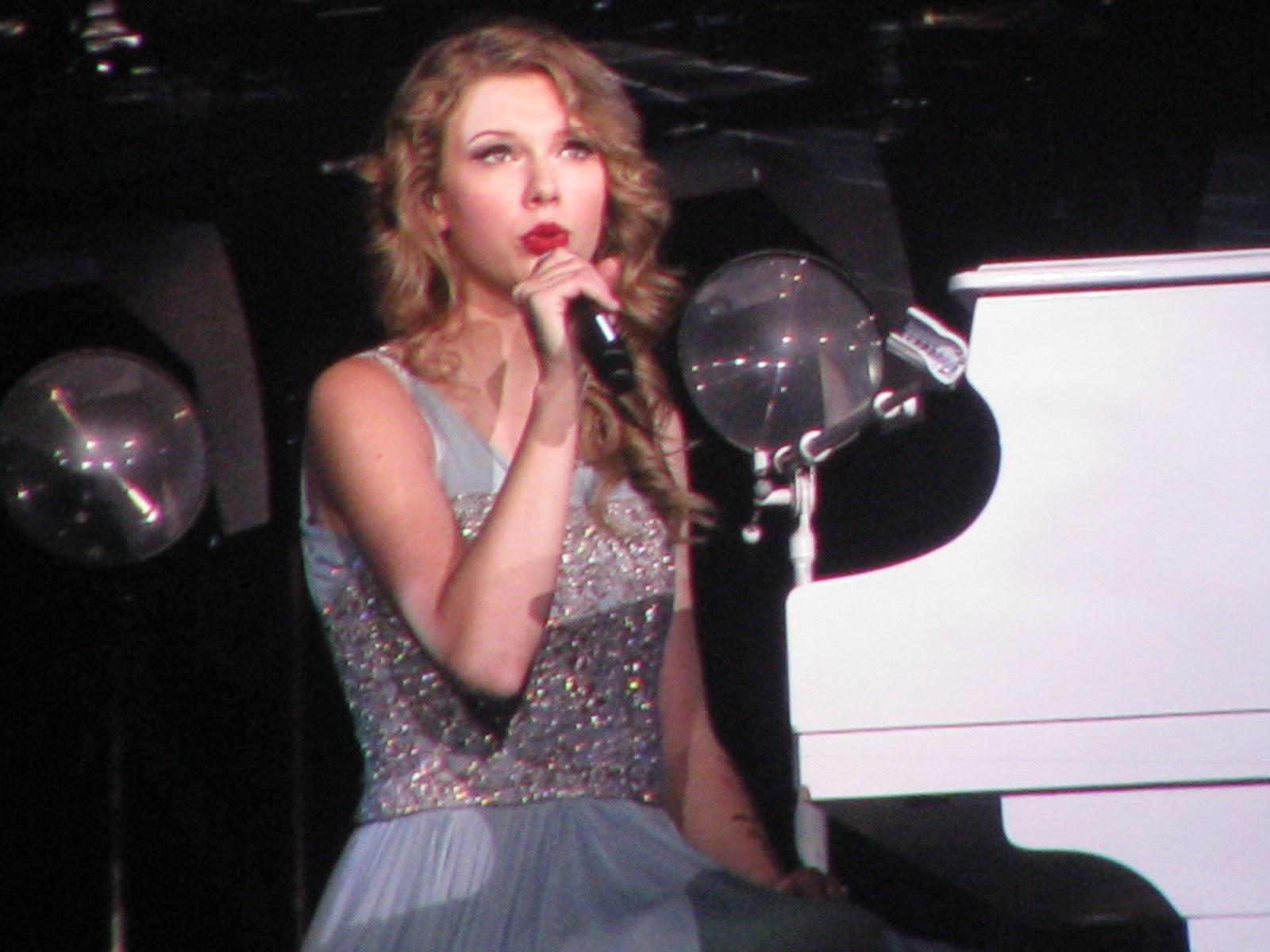 http://2.bp.blogspot.com/-z8Qe4k-QsZM/TqL7mpECeeI/AAAAAAAAGP4/pNLzTWQI8Jo/s1600/Taylor+Swift+1929.JPG