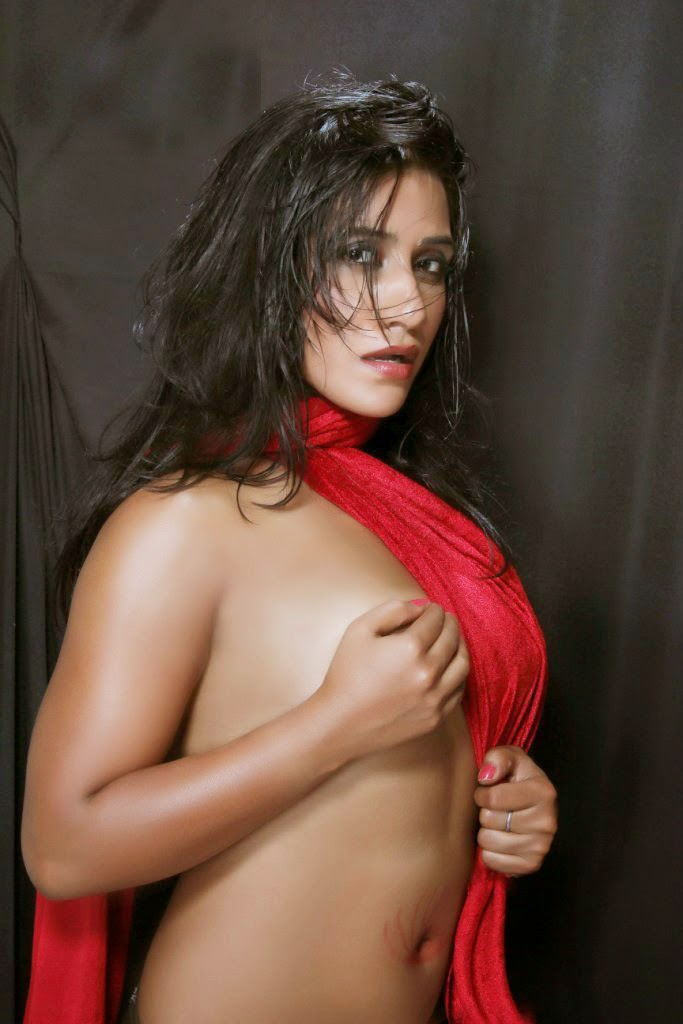 Nisha Yadav Boob Show