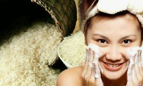Đắp mặt nạ cám gạo làm trắng da