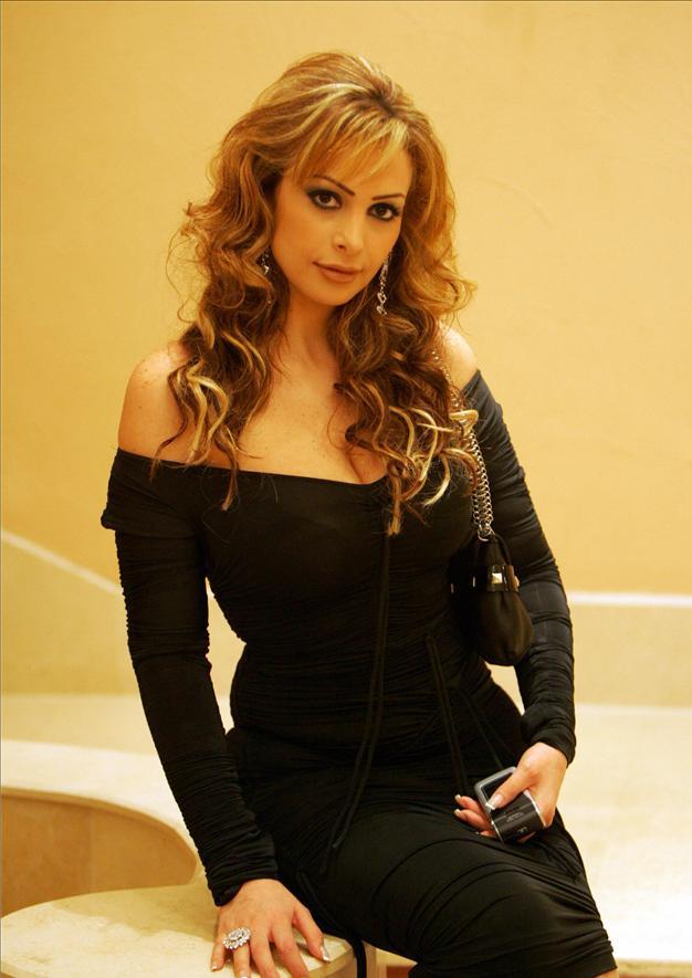 http://2.bp.blogspot.com/-z8sfeAoux7I/TlkA3PvIryI/AAAAAAAAAhE/VEnufuCUtvc/s1600/amal-hijazy.jpg