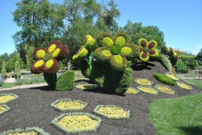 "This year over 200 horticultural artists from all around the world present 40 living plant sculptures, created from more than 22 000 different plant species – over 3 million flowers overall! The sculptures will be showcased in 10 exhibition greenhouses and 30 themed gardens at the Montréal Botanical Garden until 29 September. The competition also touches on ecology, challenging artists to work around the ""Land of Hope"" theme and interpret it in their sculptures from the ecological point of view."