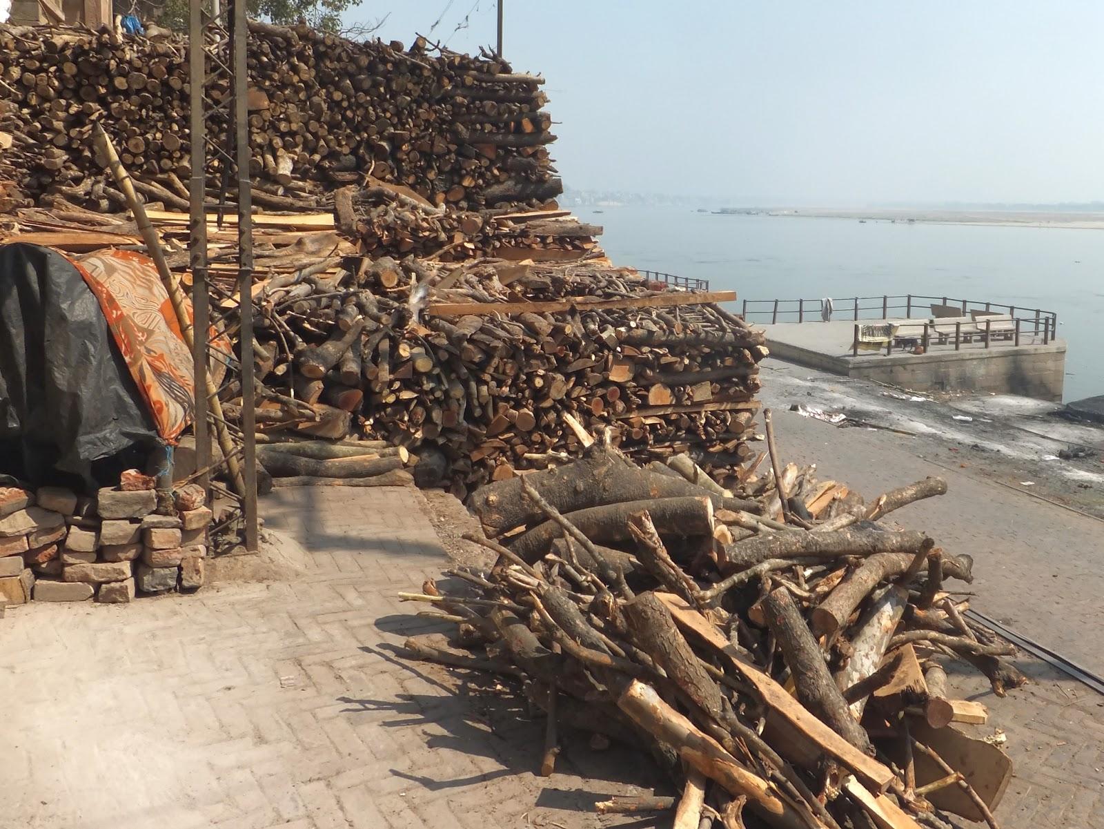 склад дров для кремации