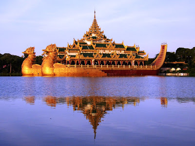 (Myanmar) – Yangon (Rangoon) - Karaweik Hall