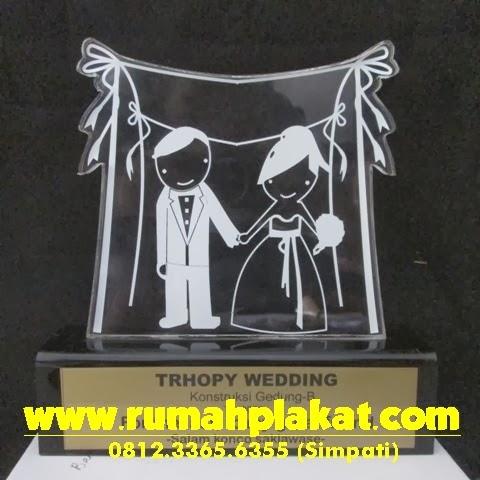 Desain Plakat Wedding Unik, Vandel Pernikahan Kartun, Pesan Piala Pernikahan Murah Surabaya, 0856.4578.4363 (IM3)