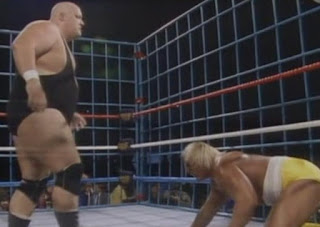 WWF / WWE WRESTLEMANIA 2 - King Kong Bundy dominates WWF Champion Hulk Hogan in their WM2 Steel cage match