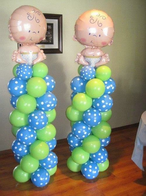 Decoracion de baby shower con columnas de for Decoracion para pared de baby shower