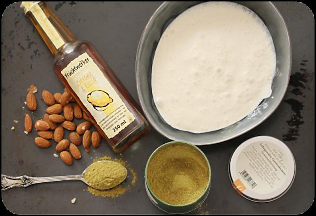 Ein Teil der Zutaten für das vegane Mandelmilch-Salatdressing | Arthurs Tochter Kocht von Astrid Paul