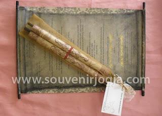 undangan pernikahan gulung kain tile