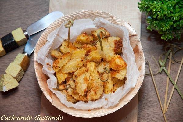 http://blog.giallozafferano.it/toniaincucina/patate-saporite-impanate/