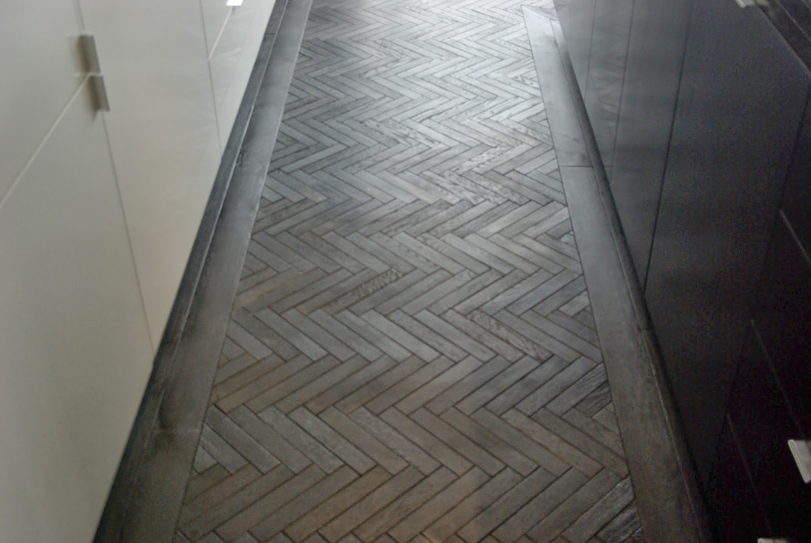 Black herringbone parquet renaissance parquet for Parquet wood flooring