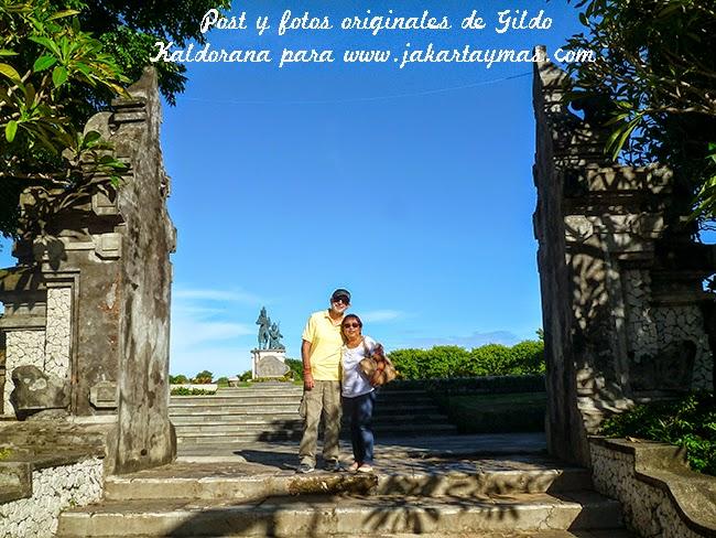 En la entrada del parque de Nusa Dua en Bali