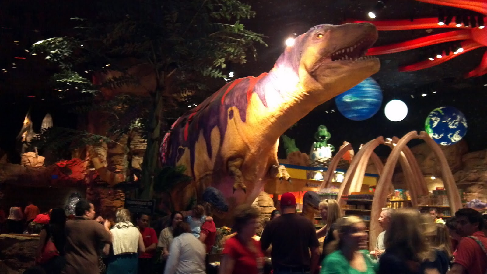 Orlando area theme parks attractions and eateries t rex for Disney dining reservations t rex