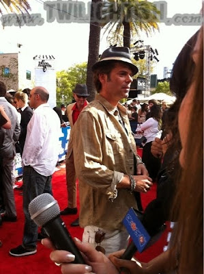 MTV Movie Awards 2011 - Página 2 BillyBurkeMTV2