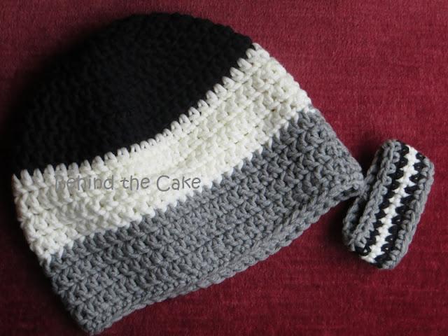 Häkelmütze aus Wolle (schwarz, weiss und grau)
