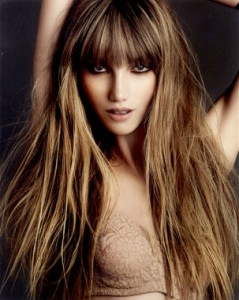 farvet hår mørk i hårbunden
