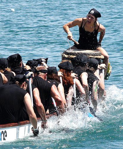 závodnice na dračí lodi
