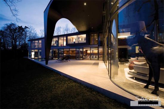 Le bâtiment comme «une expression dune esthétique émergente en Afrique de façon quil joue avec la texture, des matériaux et la manière dont il se connecte