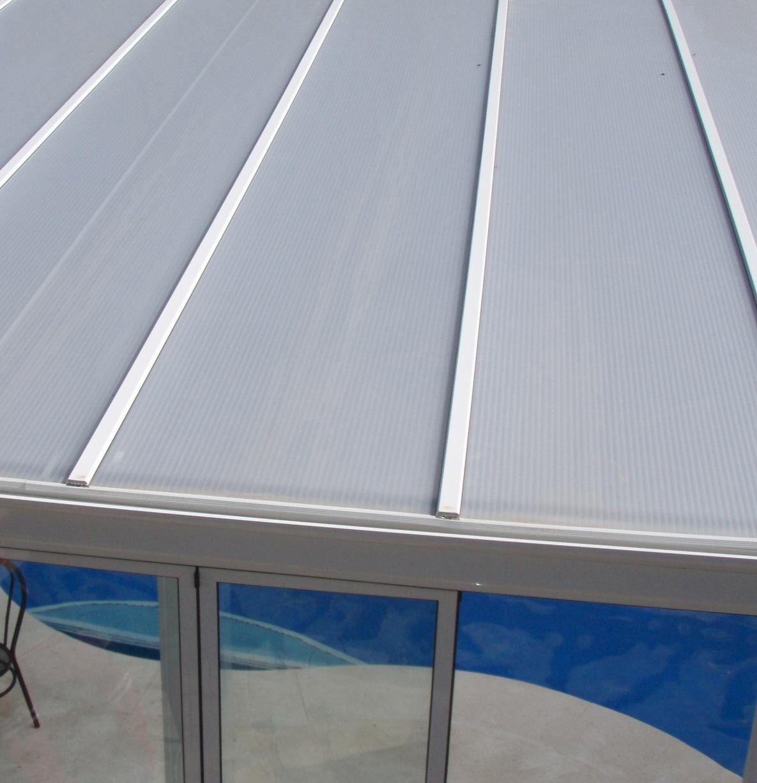 Techos y cubiertas de policarbonato para cerramiento de - Cubiertas para patios ...