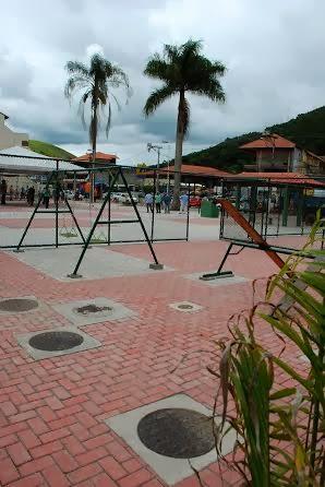 Praça de Bonsucesso tem parque infantil, aparelhos de ginástica e palco para eventos