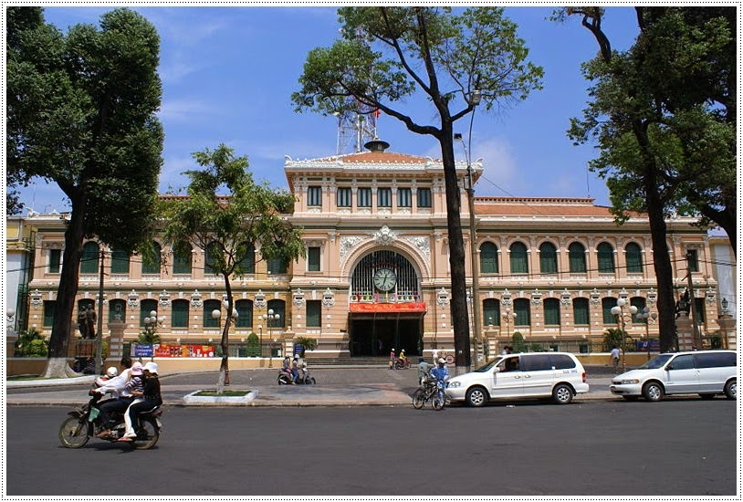 The central post office Saigon - Buu dien trung tam Saigon