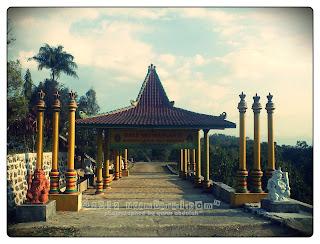 Gapura Bale Sri Manganti Selo Belah