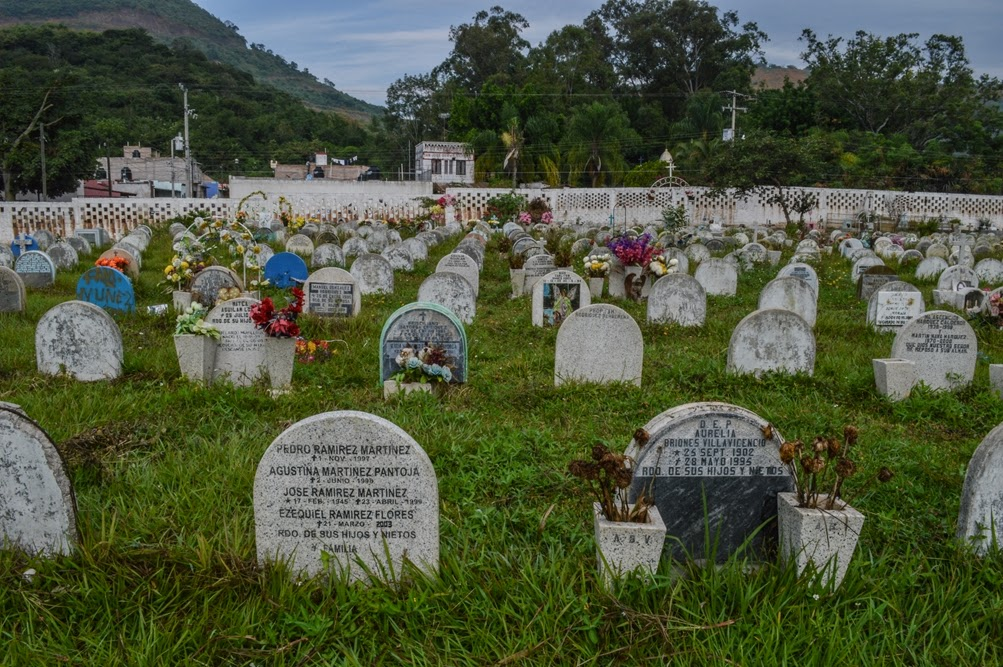 Cementerios de m xico pante n jard n de la cruz la for Cementerio jardin