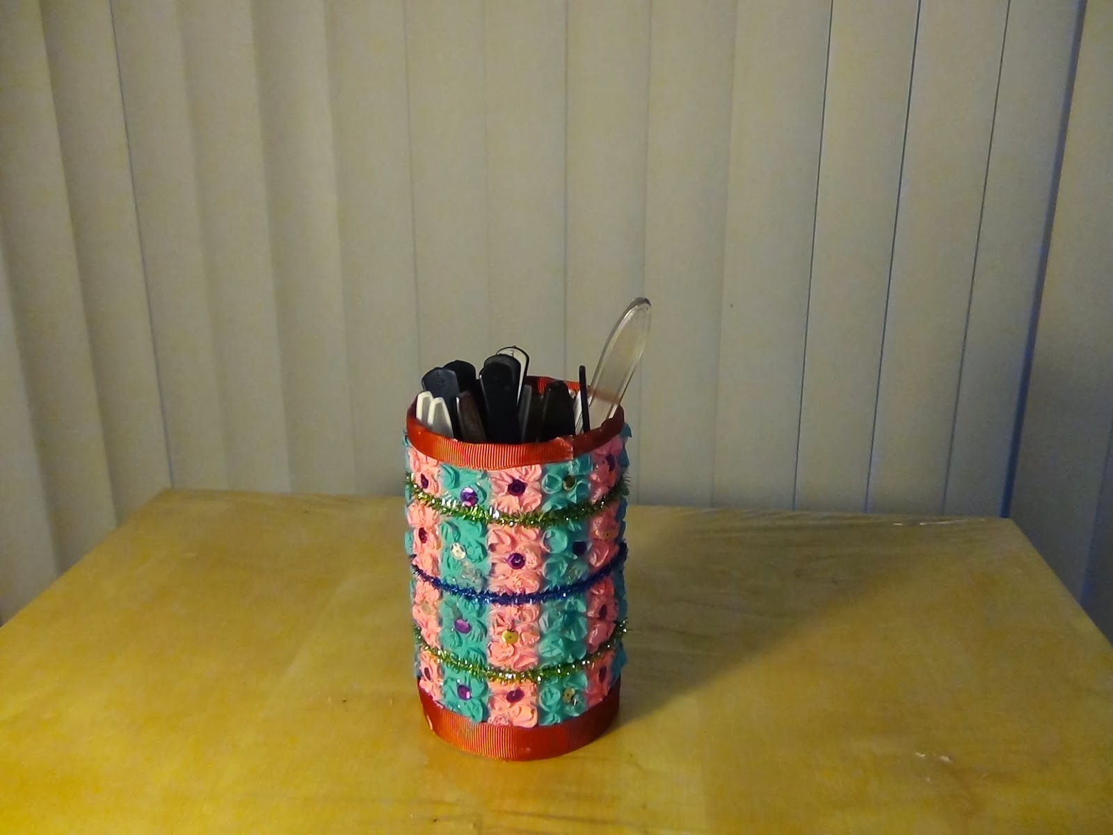 Creative diy crafts diy pen stand for Made by waste material