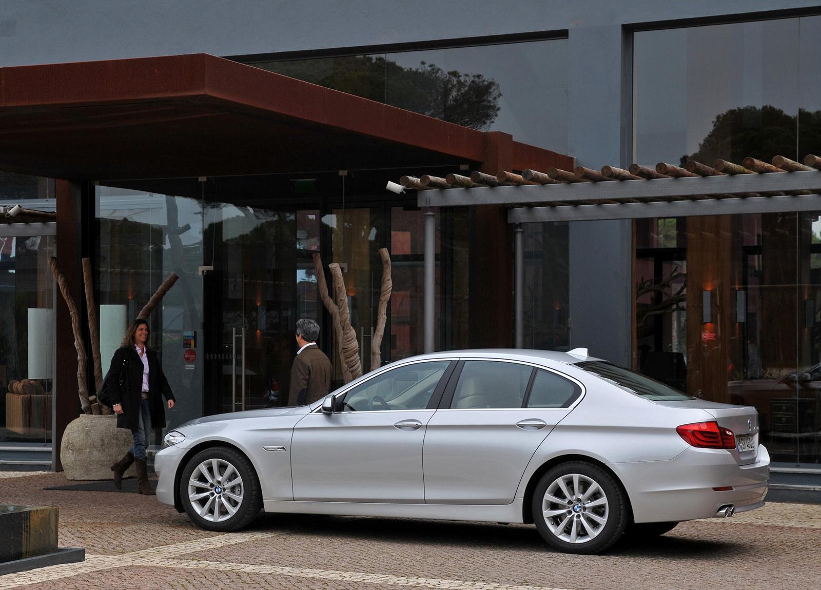 http://2.bp.blogspot.com/-zC76f38jPdw/UE376m_DNGI/AAAAAAAAHT8/xEAKuNTseY4/s1600/BMW-5-Series_2011_1600x1200_wallpaper_7e.jpg