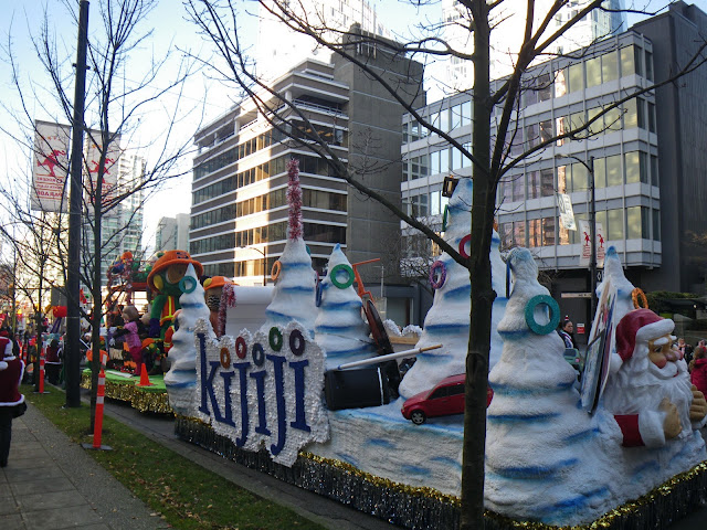 Santa Claus Parade, Vancouver, 2011, Kijiji carriage