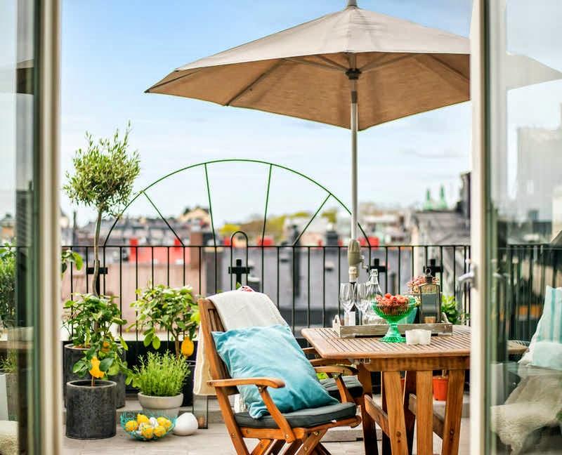 Decoraci n f cil una terraza decorada en azul turquesa y gris for El jardin gris juego
