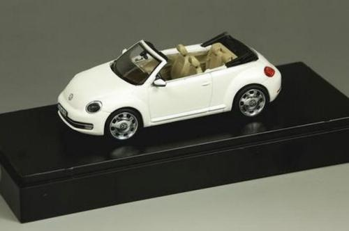 2013-Volkswagen-Beetle-Convertible-revealed-as-a-toy-model